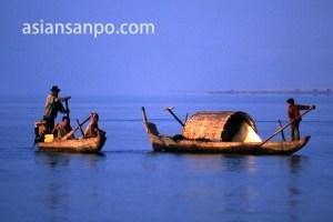 カンボジア クラチエの船
