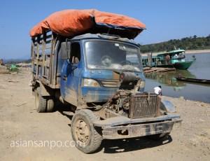 ミャンマー カムティ チンドウィン川 車