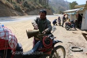 ミャンマー ハカ チン州 ガソリンスタンド