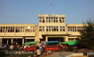 ミャンマー ミッチーナ 駅