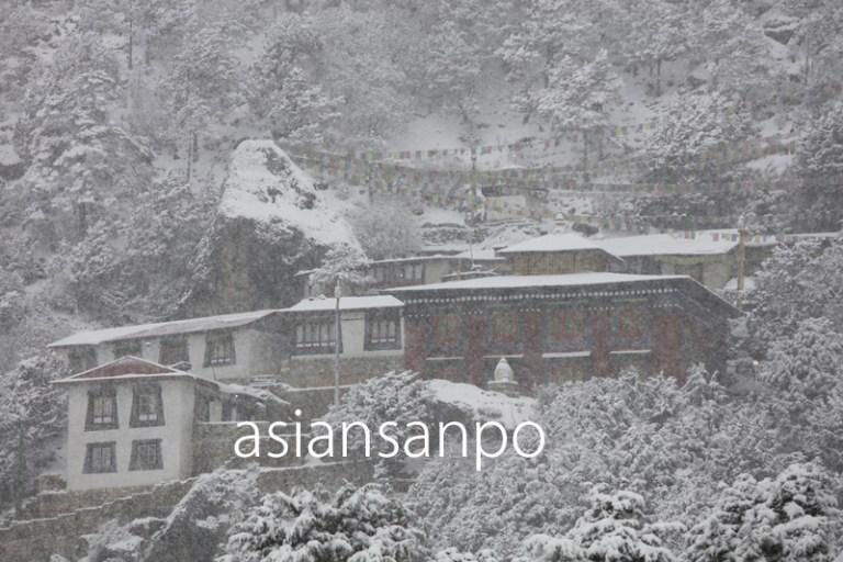 ネパール エベレスト街道 クンデ 大雪