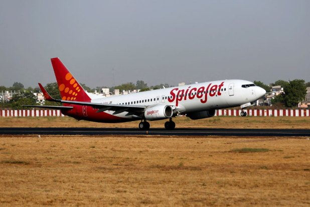 SpiceJet Plane Makes Emergency Landing at Delhi Airport After Smoke Detected in Baggage Compartment