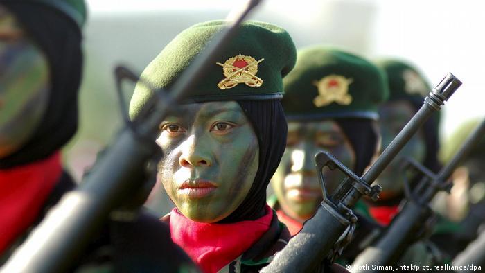 """Read more about the article Exército da Indonésia anuncia que não fará mais """"teste de virgindade"""" em mulheres que se candidatam as forças armadas"""