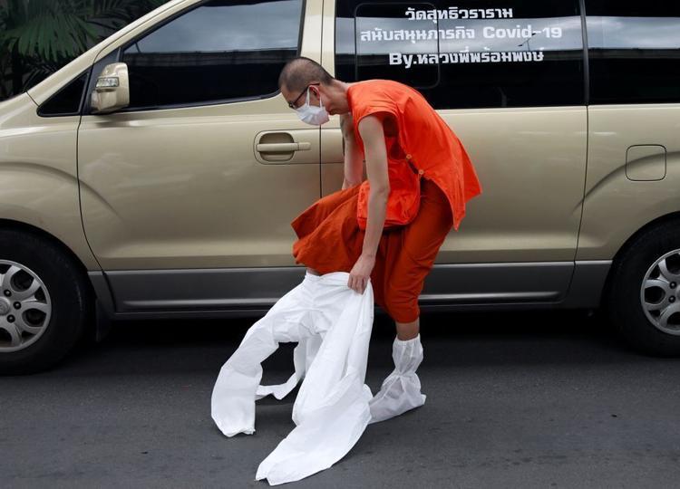 Read more about the article Tailândia: Voluntários juntos na luta contra COVID-19