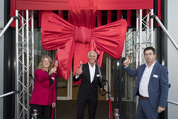 Members of the Axalta Leadership Team in Europe and the Management Team in the Netherlands joined employees and key customers at the ribbon-cutting ceremony. From l to r: Marjolijn Lansu, Business Leader at Axalta Refinish Netherlands; Jim Muse, Vice President of Axalta Refinish in EMEA; Marc Hoeijmans, Director of Operations at Axalta Refinish Netherlands