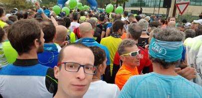 Grupa biegaczy na starcie Garda Trentino Halfmarathon