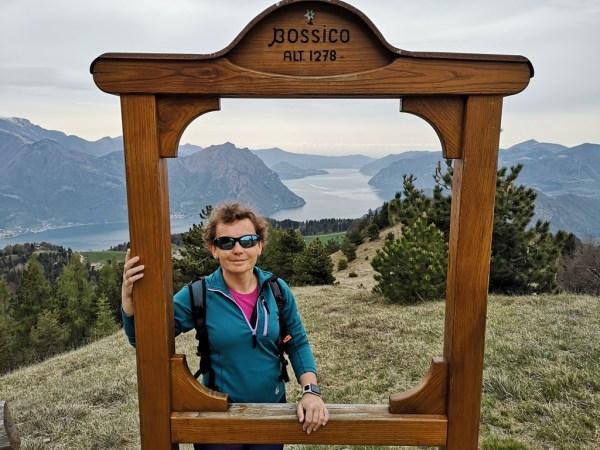 Drewniana rama do zdjęcia pod szczytem Monte Colombina
