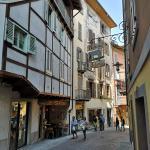 Wąska uliczka we słoskim miasteczku Lovere