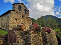 Maleńki, kamienny kościół w Prats w Andorze