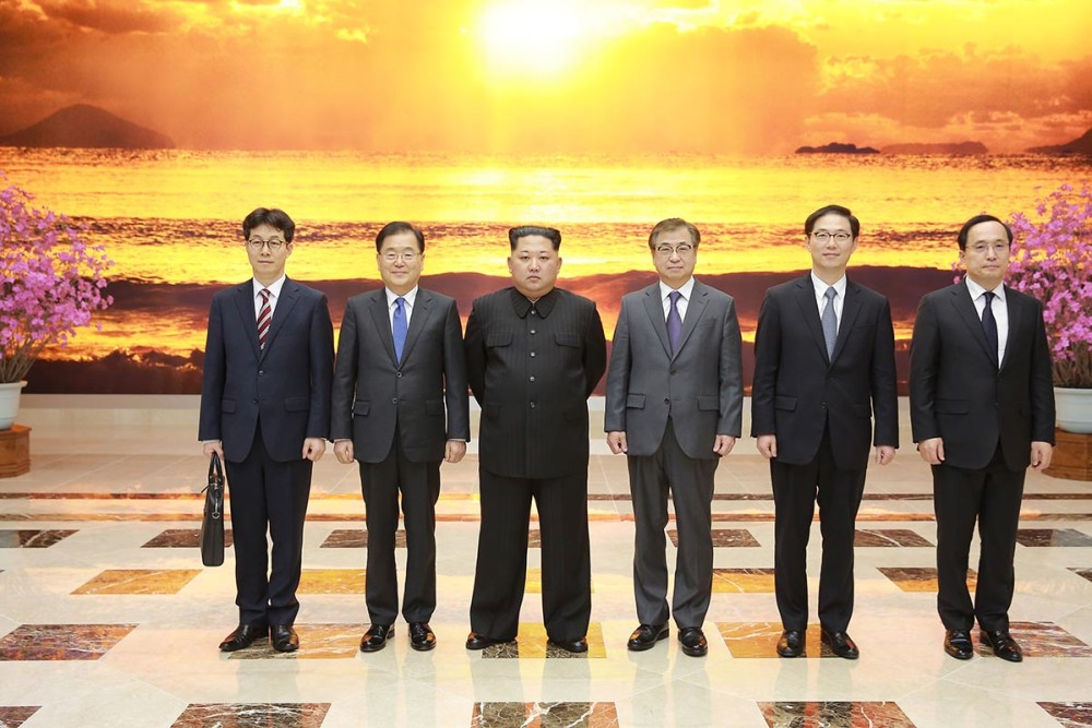 Kim_Jong-un_meeting_with_South_Korean_envoys_at_the_Workers'_Party_of_Korea_main_building
