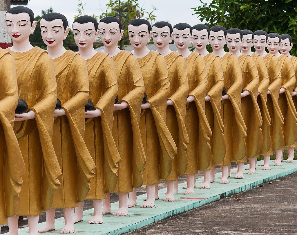 Hvordan bidrar buddhistiske munker til vold?