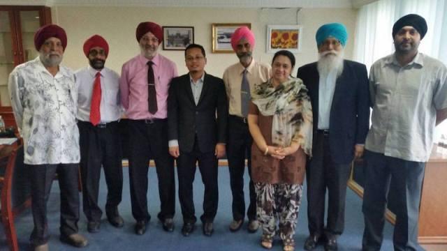Punjabi language proponents meet Selangor state exco. (L-R) Santokh, Belbir, Bhag, Nik Nazmi, Piara, Kuldip, Autar, and Baldeep.