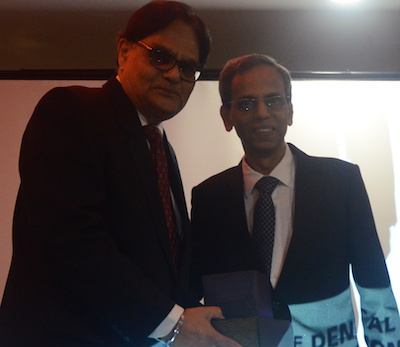Malaysian Private Dental Practitioners Association president Dr R Vijendran (right) presenting the award to Dr Jaspall Singh.