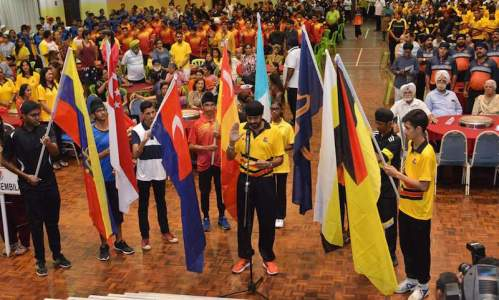 Harcharan Singh, former Razak Cup hockey player for Negeri Sembilan, leading the oath reading at the opening ceremony of the 65th Gurdwaras Cup & Sikh Festival Of Sports 2016. - PHOTO / NSSU