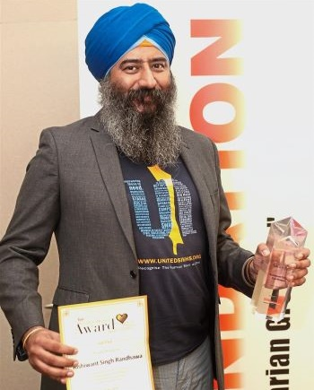 Rishiwant from United Sikhs receives Star Golden Hearts Award 2016 - PHOTO / THE STAR
