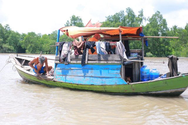 Mekong Delta experience - man on the boat