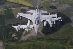 Norway's Air Force F-16 fighters (R) and Italy's Air Force Eurofighter Typhoon fighters patrol over the Baltics during a NATO air policing mission. Photo: Reuters, Ints Kalnins