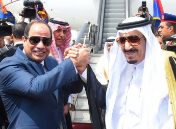 "A handout picture released by the Egyptian Presidency on April 11, 2016 shows Saudi King Salman (R) shaking hands with Egyptian President Abdel Fattah al-Sisi before leaving Cairo's international airport. - === RESTRICTED TO EDITORIAL USE - MANDATORY CREDIT ""AFP PHOTO / HO / EGYPTIAN PRESIDENCY"" - NO MARKETING NO ADVERTISING CAMPAIGNS - DISTRIBUTED AS A SERVICE TO CLIENTS == / AFP / EGYPTIAN PRESIDENCY / STR / === RESTRICTED TO EDITORIAL USE - MANDATORY CREDIT ""AFP PHOTO / HO / EGYPTIAN PRESIDENCY"" - NO MARKETING NO ADVERTISING CAMPAIGNS - DISTRIBUTED AS A SERVICE TO CLIENTS =="