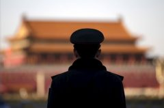 "A soldier facing to Tiananmen Gate stands guard outside the Great Hall of the People. The ""National Flag Guard"" battalion was been dismissed in Xi's military reforms.  REUTERS/Jason Lee"