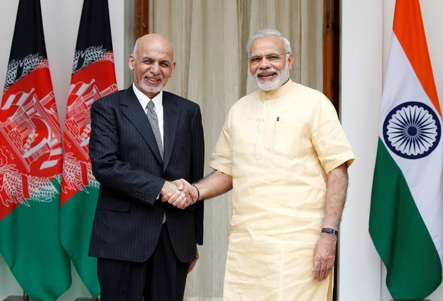 Afghan President Ashraf Ghani (left) and Indian Prime Minister Narendra Modi pose for the media outside Hyderabad House in Delhi on September 14, 2016. Photo: Reuters / Cathal McNaughton