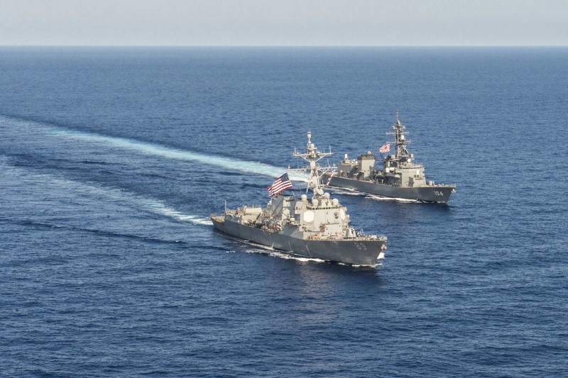 FILE PHOTO - Arleigh Burke-class guided-missile destroyer USS Mustin (DDG 89) transits in formation with Japan Maritime Self-Defense Force ship JS Kirisame (DD 104) during bilateral training in South China Sea on April 21, 2015.  Courtesy David Flewellyn/U.S. Navy/Handout via REUTERS