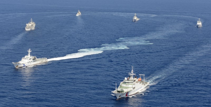 Vessels from the China Maritime Surveillance and the Japan Coast Guard are seen near the disputed Senkaku Islands in the East China Sea. Photo: Reuters / Kyodo