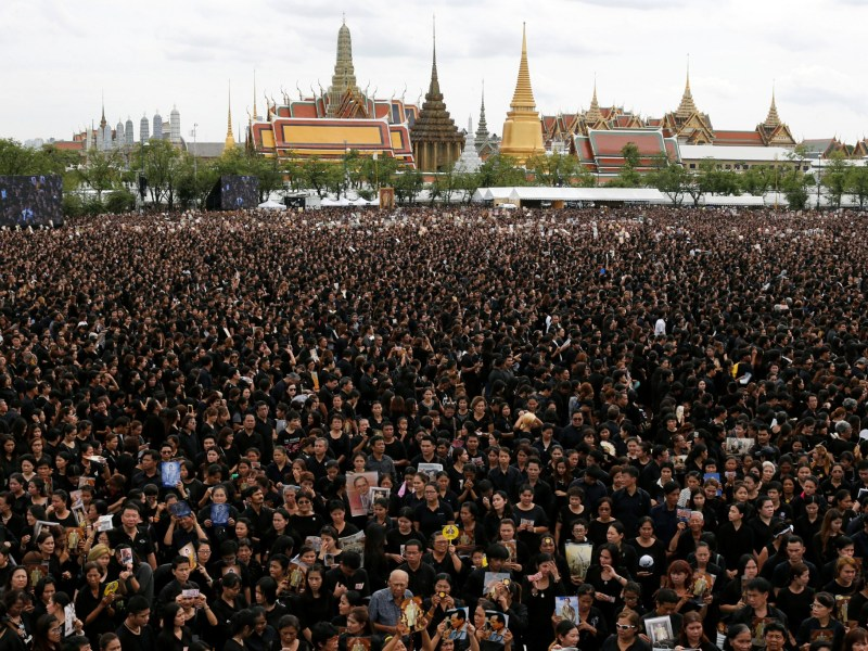 Mourners gather outside of the Grand Palace in Bangkok to sing for a recording of the royal anthem in honour of Thailand's late King Bhumibol Adulyadej on Saturday. Photo: Reuters/ Jorge Silva