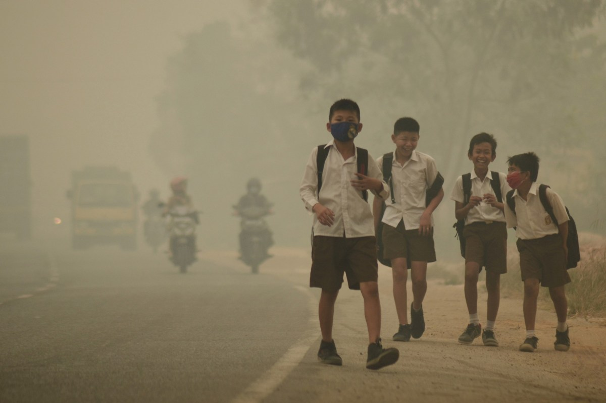 These schoolchildren in Indonesia are among about 300 million worldwide at risk from toxic air. Photo: Reuters.