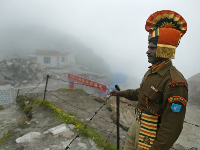 A soldier stands guards at a disputed border region between China and India. Photo: Xinhua.