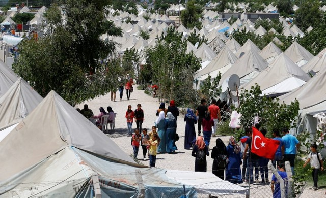 Syrian refugees stroll at a refugee camp in Osmaniye, Turkey, May 17, 2016. REUTERS/Umit Bektas
