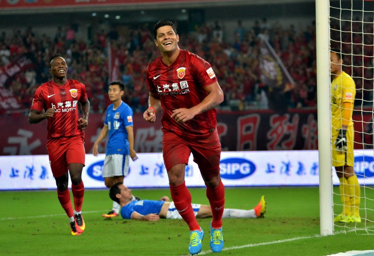 Hulk (center) of Shanghai SIPG celebrates after scoring a goal in a Chinese Super League match against Henan Jianye. Photo: AFP