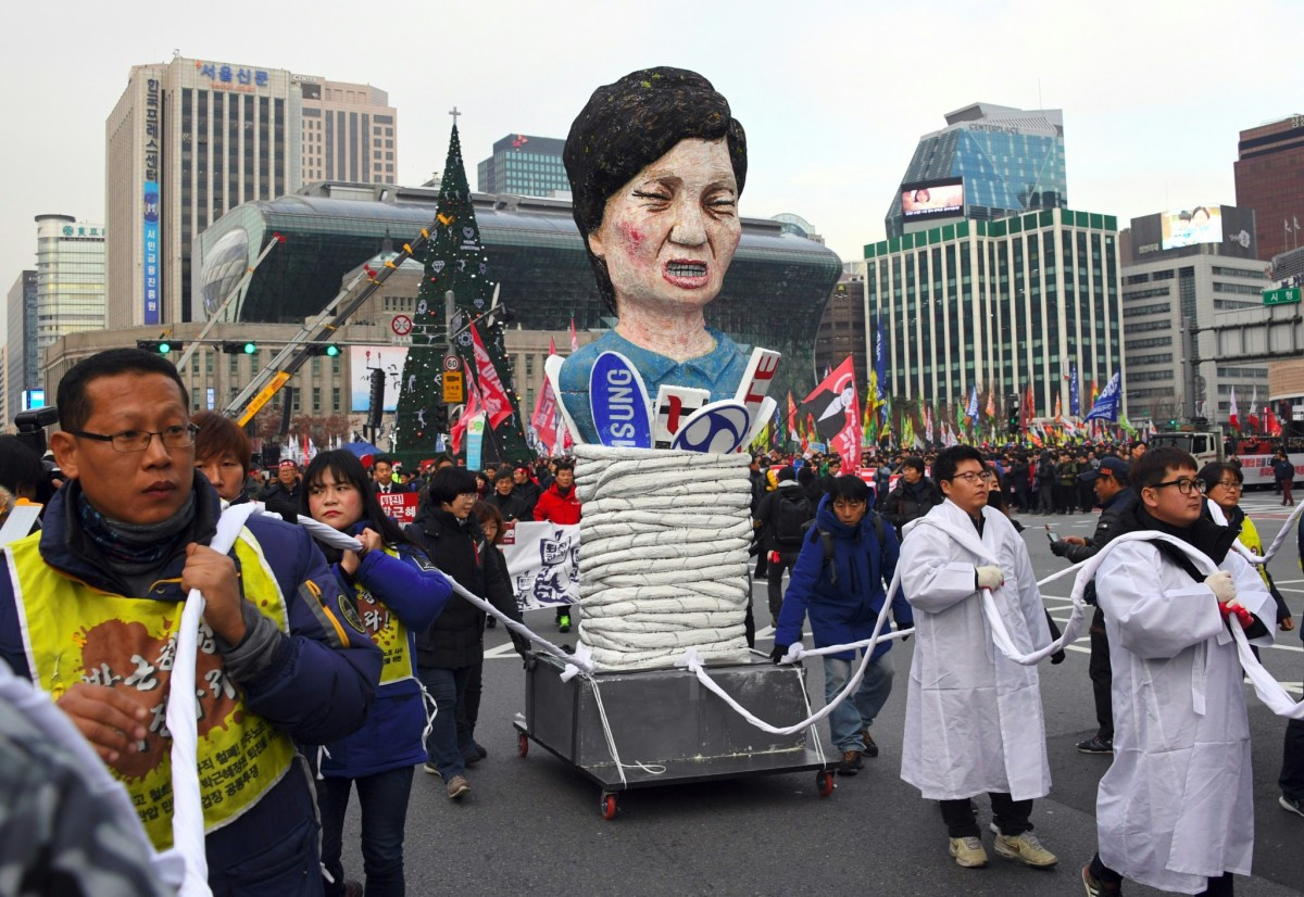 An effigy of South Korea's President Park Geun-Hye at an anti-government rally demanding her resignation in central Seoul on November 30, 2016. Photo: AFP/Jung Yeon-Je