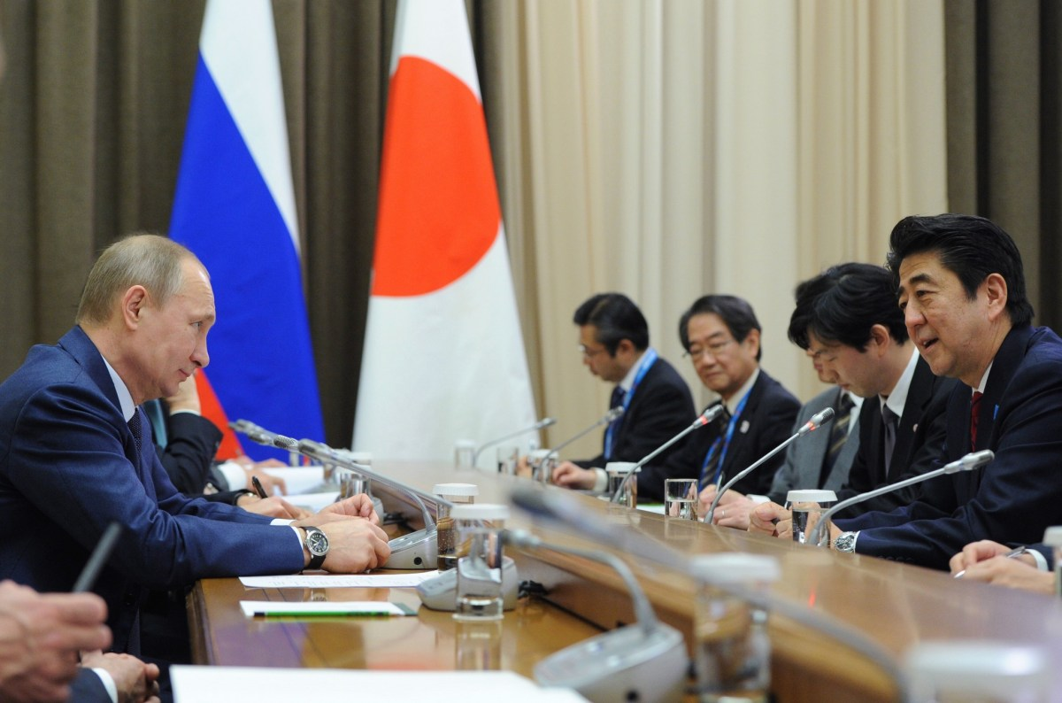 Russia's President Vladimir Putin meets with Japan's Prime Minister Shinzo Abe. Photo: AFP / Mikhail Klimentiev
