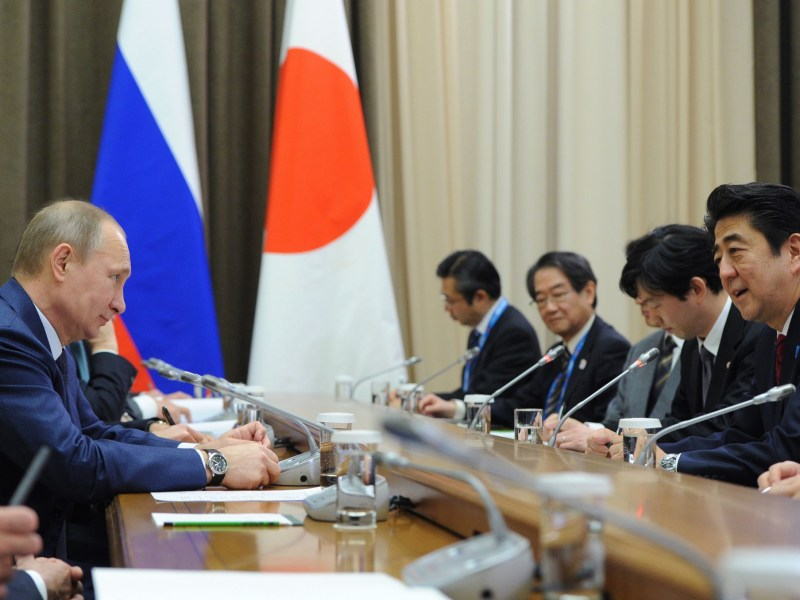 Russia's President Vladimir Putin meets with Japan's Prime Minister Shinzo Abe. Photo: AFP / Mikhail Klimentiev