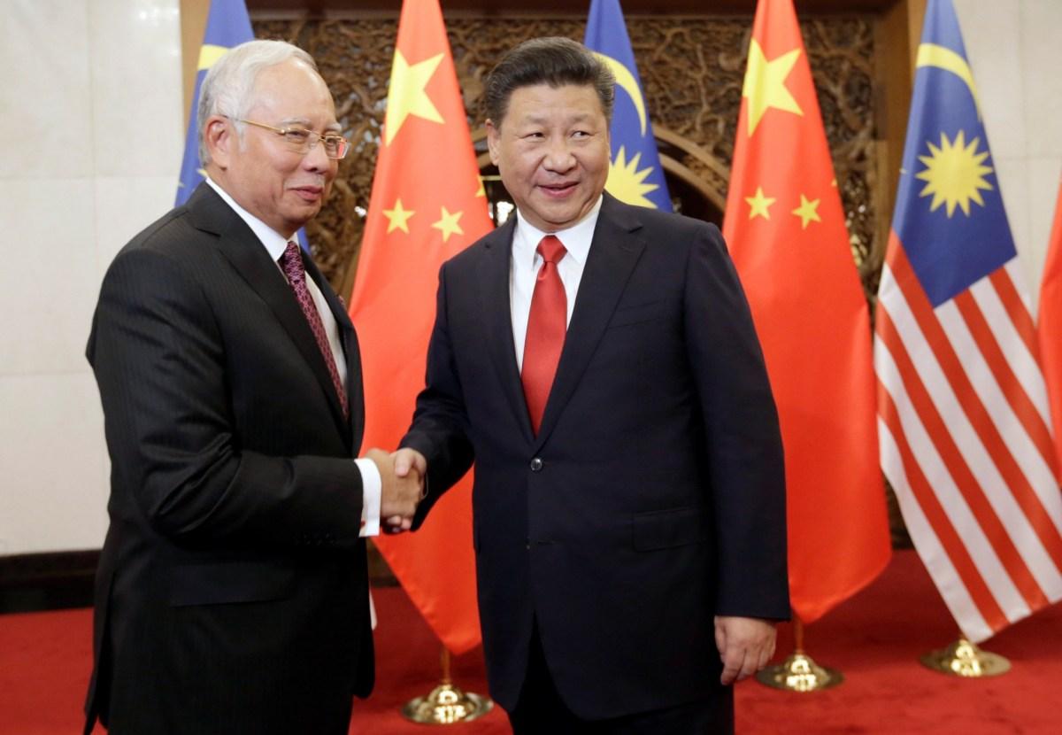 Malaysia's Prime Minister Najib Razak meets China's President Xi Jinping at Diaoyutai State Guesthouse, in Beijing, China, November 3, 2016. Photo:  Jason Lee via Reuters