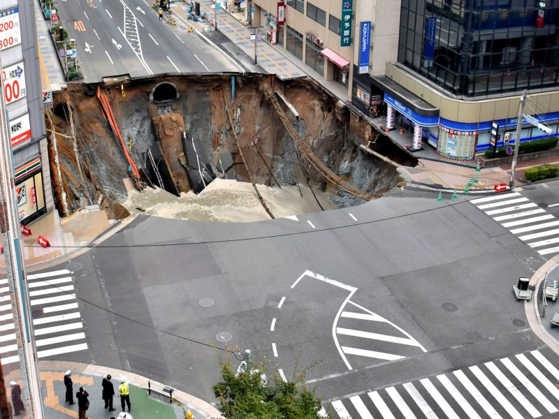 A huge sinkhole is seen at an intersection near Hakata station in Fukuoka, Japan, November 8, 2016 in this photo taken by Kyodo. Mandatory credit Kyodo/via REUTERS ATTENTION EDITORS - THIS IMAGE WAS PROVIDED BY A THIRD PARTY. EDITORIAL USE ONLY. MANDATORY CREDIT. JAPAN OUT. NO COMMERCIAL OR EDITORIAL SALES IN JAPAN. THIS IMAGE WAS PROCESSED BY REUTERS TO ENHANCE QUALITY, AN UNPROCESSED VERSION HAS BEEN PROVIDED SEPARATELY. TPX IMAGES OF THE DAY.