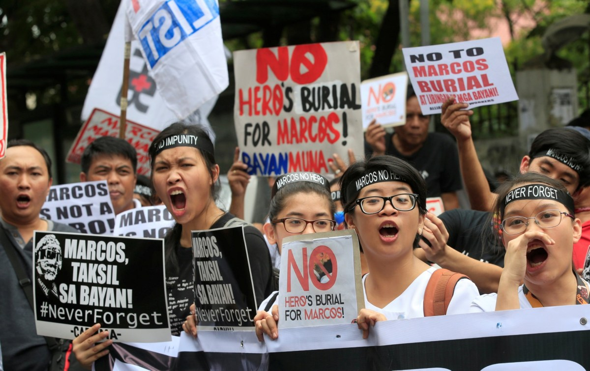 Protesters shout anti-Marcos slogans denouncing the burial of former Philippine dictator Ferdinand Marcos at the heroes' cemetery in Manila, Philippines on November 18, 2016. Photo: Reutrers/Romeo Ranoco