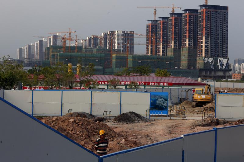 High rise residential flats are under construction in Shenzhen. Photo: Reuters/Bobby Yip