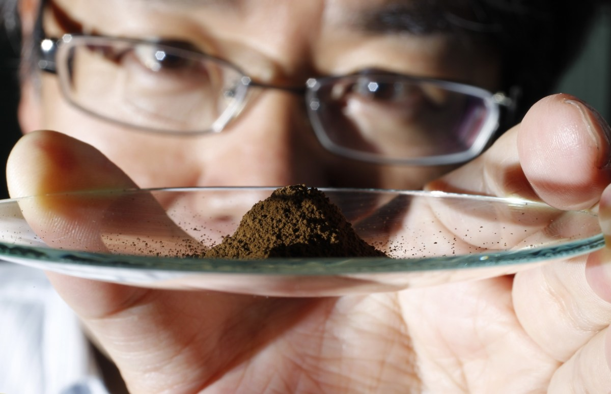 Ends of the earth: University of Tokyo's Yasuhiro Kato in 2011 shows a sample extracted from about 4,000 meters below the Pacific Ocean where vast deposits of rare earths minerals were found. Photo: Reuters