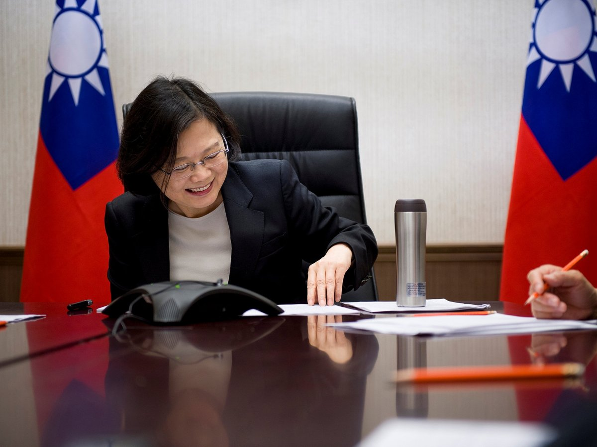 Taiwan's President Tsai Ing-wen speaks on the phone with US President-elect Donald Trump at her office in Taipei, Taiwan. Photo: Reuters/Taiwan Presidential Office handout