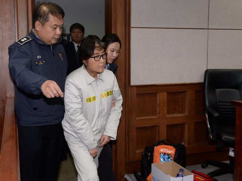 Choi Soon-sil, a long-time friend of South Korean President Park Geun-hye who is at the center of the South Korean political scandal involving Park, arrives for her first court hearing in Seoul, December 19, 2016. Photo: Reuters