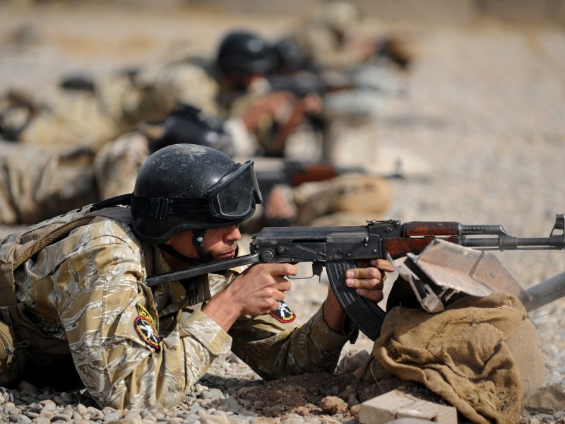 MOSUL, Iraq - Members of the Iraqi 6th Emergency Response Battalion conduct weapons training under the supervision of US Special Operations Forces on Oct. 17. Photo: US Navy Mass Communication Specialist 1st Class James E. Foehl, via Flickr, CC license: https://creativecommons.org/licenses/by/2.0/legalcode