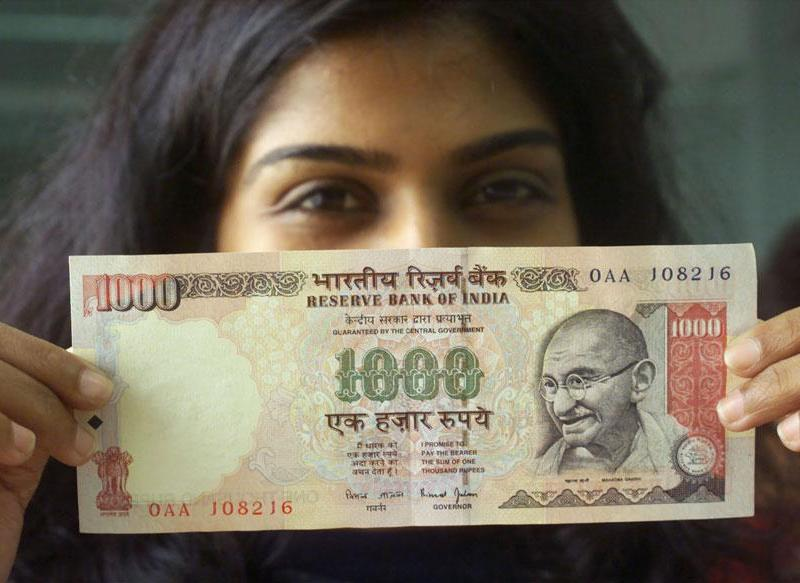 Scrapped 1000 rupee and 500 rupee notes have to be deposited by December 30. Photo/Reuters