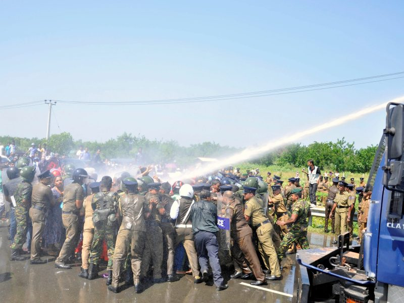 Police clash with demonstrators during a protest against the launching of a Chinese industrial zone by China Merchants Port Holdings Company, in Mirijjawila, Sri Lanka January 7, 2017. Photo: Reuters