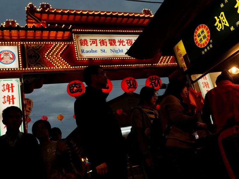 Tourist stroll through a food stall at Raohe street Night Market in Taipei, Taiwan January 18, 2017. Photo: Reuters/Tyrone Siu
