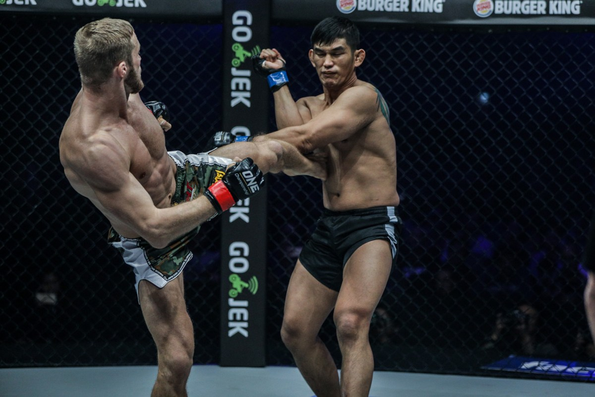 Myanmar's Aung La N Sang tries his hardest against Russian Vitaly Bigdash on January 14, 2017. Photo: One Championship