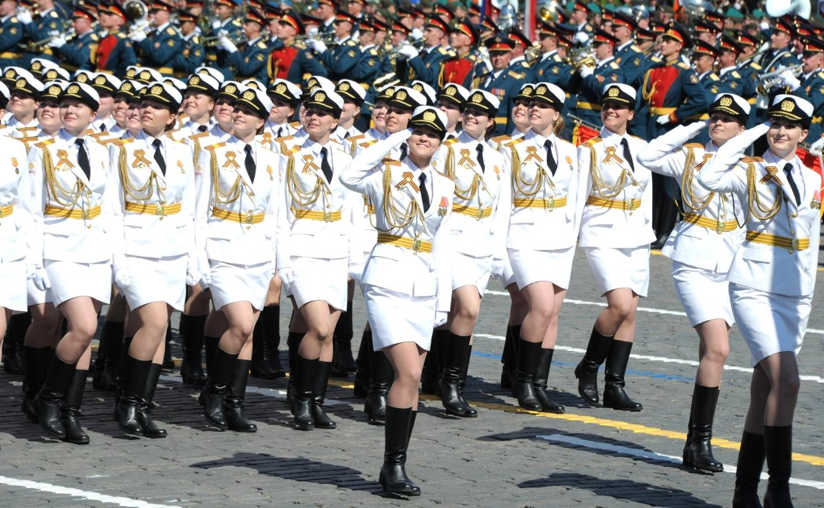 What would the Donald do to de-escalate an entanglement with, for example, the Russian Women's contingent seen here on parade in Red Square? Photo: Wikimedia Commons