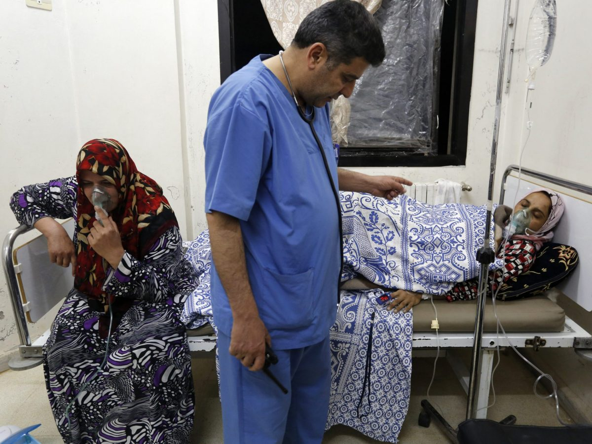 Women, affected by a gas attack, receive treatment inside a makeshift hospital in Kfar Zeita village in the central province of Hama in 2014. Photo: Reuters / Badi Khlif