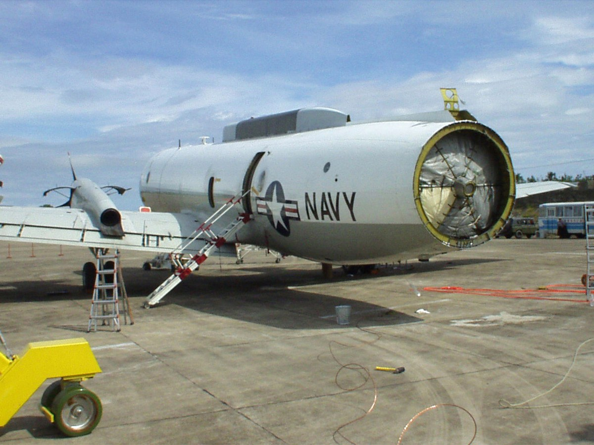 The fuselage of the US Navy EP-3 surveillance plane sits on the tarmac at the Lingshui airfield on China's Hainan Island after its dorsal fin and tail cone were removed . Photo: Reuters