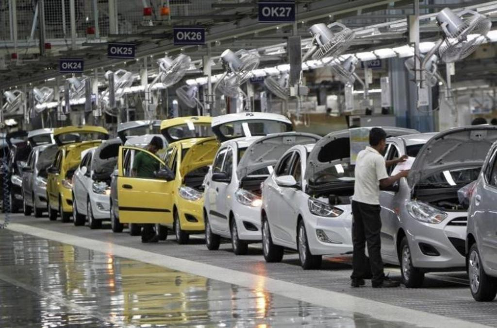 Workers assemble cars in the Hyundai Motor India plant at Kanchipuram in Tamil Nadu. Photo: Reuters